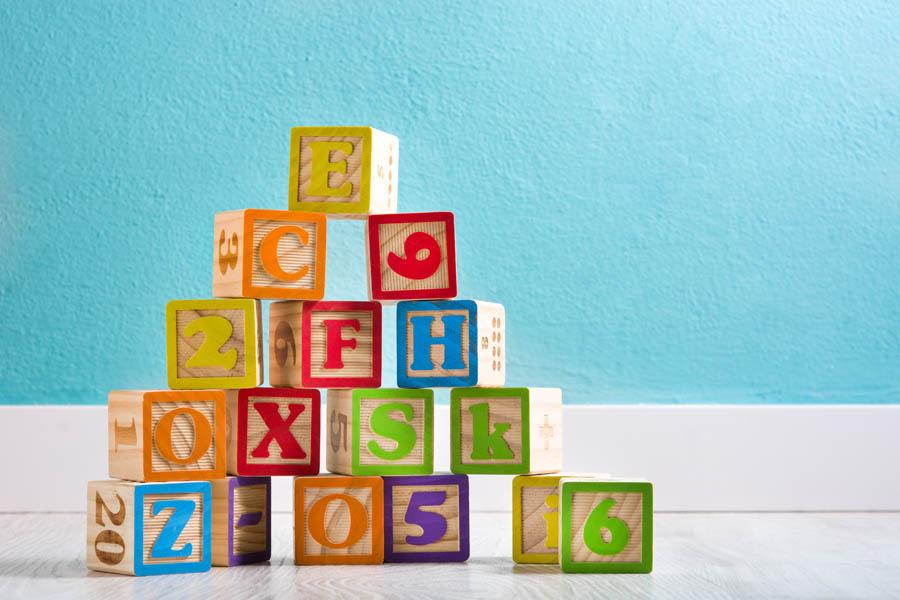 Zabawki – drewniane czy plastikowe? Porównujemy zalety obu rozwiązań!