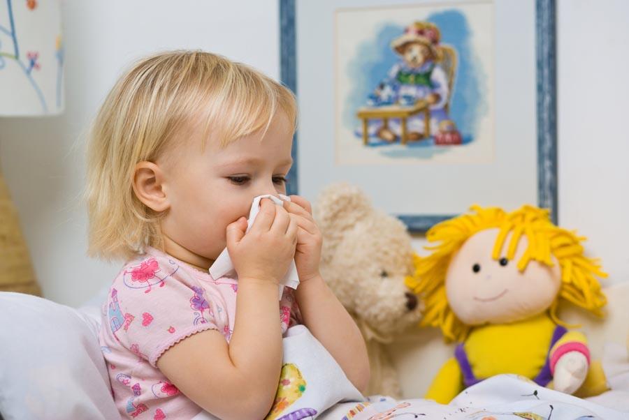 Co na katar u dziecka? Jak ułatwić maluchowi oddychanie?