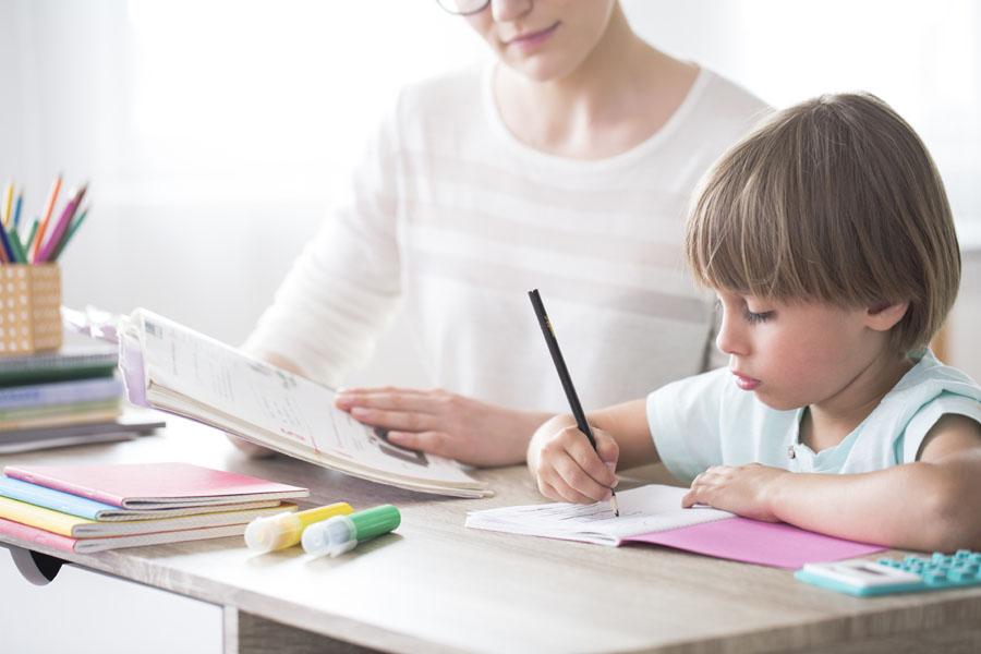 Jak pomóc dziecku w odrabianiu lekcji?
