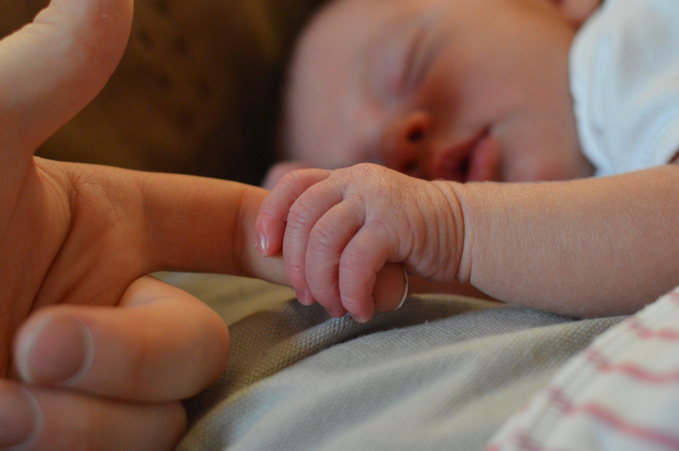 Gorączka u niemowląt – czy potrzebna jest interwencja lekarza?