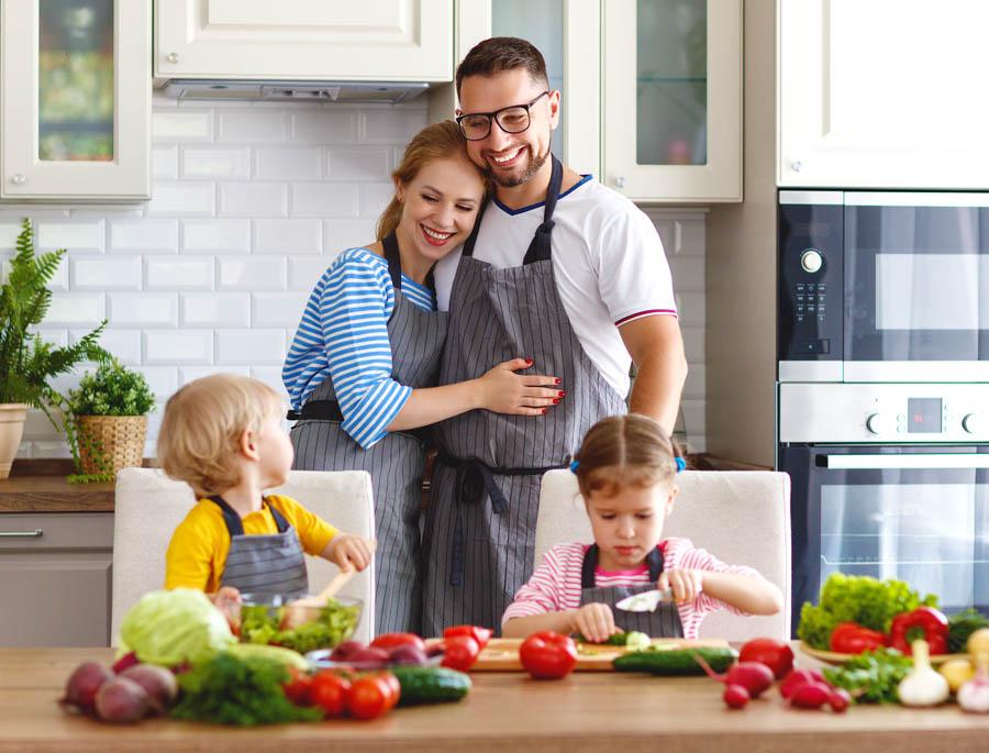 Dziecko na diecie wegetariańskiej – jakich składników może mu brakować?