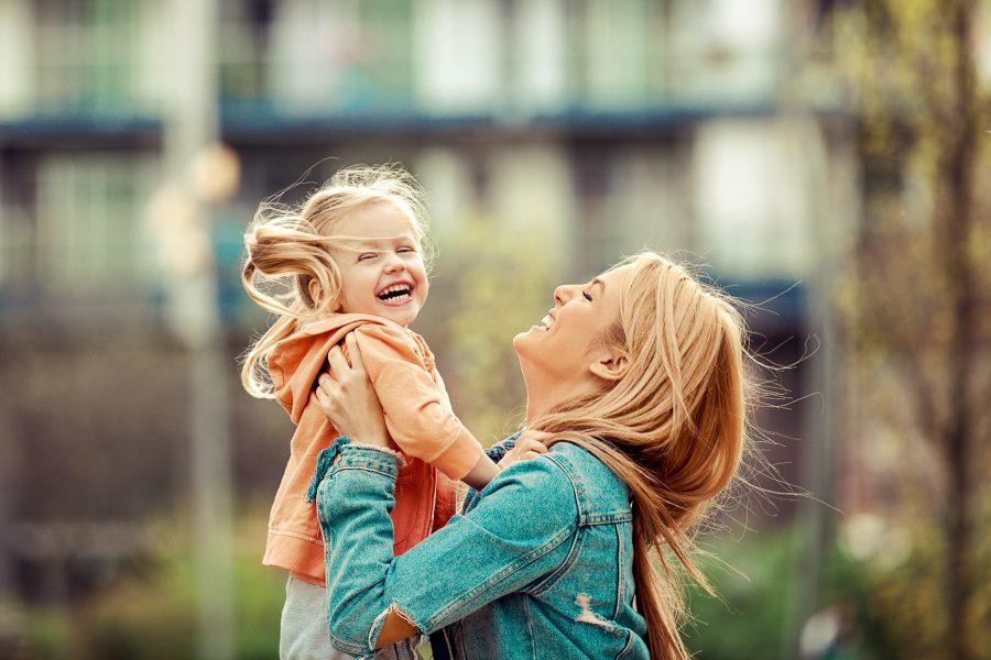 Niania: Cechy dobrej opiekunki do dziecka – na co zwrócić uwagę, szukając niani?
